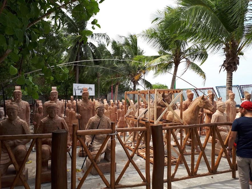 Pasukan Patung Terakota di Pantai Tongaci