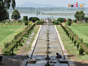 Dal Lake as seen from Nishat Bagh